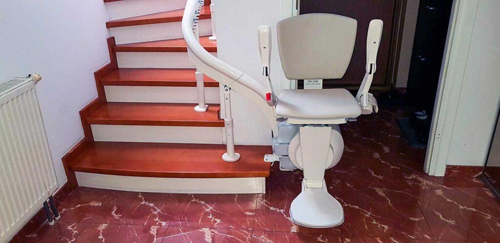 Krzesełko schodowe krzywoliniowe na schody kręte