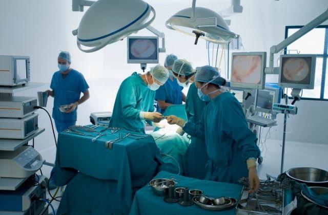 Operacja przeprowadzana przez doktora Juzę w klinice